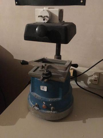 LOT COMPRENANT : THE MACHINE, SCIE ELECTRIQUE TALETE + LOT D'ARTI...