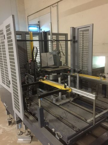 MACHINE AUTOMATIQUE A FORMER DES BOITES CARTON SIAT F146-DX/ML