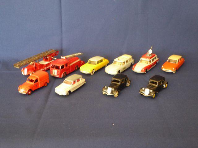 DINKY TOYS France Lot de 10 véhicules comprenant : Citroën 2CV Be...