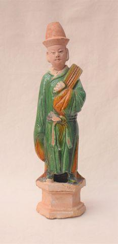 CHINE Époque MING (1368-1644) Personnage en terre cuite vernissée...