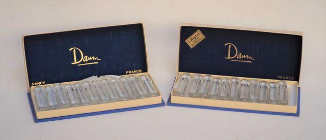 DAUM FRANCE Lot de 23 porte-couteaux en verre blanc cylindrique d...