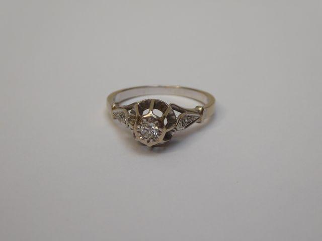 Bague platine surmontée diamants Poids brut : 3 grs