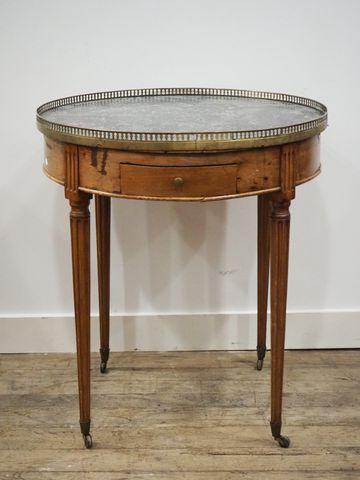 Table bouillotte style Louis XVI en bois naturel ouvrant par deux...