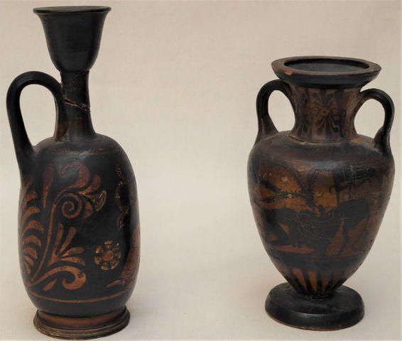 Lot de 3 petits vases dans le goût antique H. 18 cm / 15 cm (Acci...