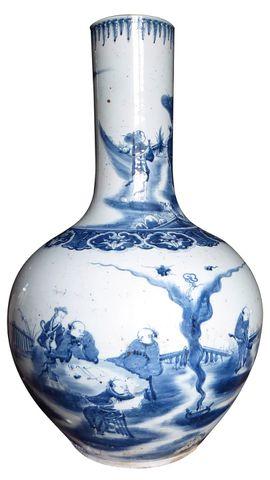 CHINE Fin XIXe siècle Important vase bouteille en porcelaine blan...