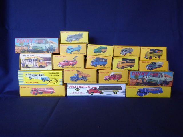 DINKY TOYS Editions ATLAS GROUP Lot de 35 véhicules dans leurs bo...