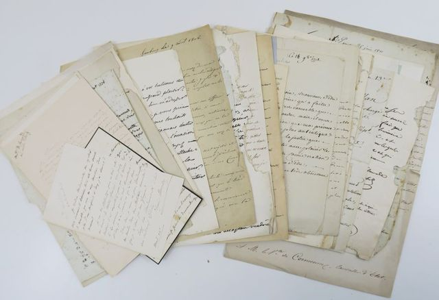 Autographes. Collection d'autographes signés du XIXe siècle. Ense...