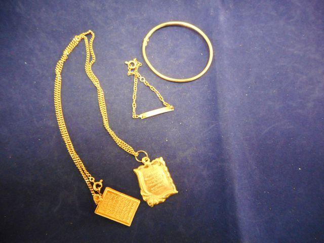 Chaine or avec deux pendentifs,, bracelet enfant et bracelet rigi...