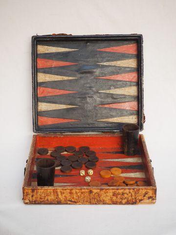 Jeu de tric-trac gainé de cuir de Cordoue (usagé)