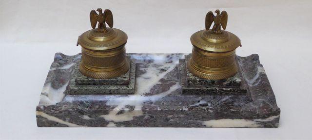 Encrier de bureau en bronze et marbre gris veiné blanc à deux god...