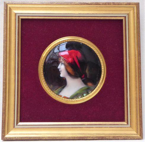 LEROY LIMOGES Portrait de femme Plaque circulaire émaillée sur cu...