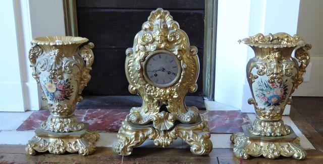Garniture de cheminée en métal doré et tôle laqué comprenant une ...