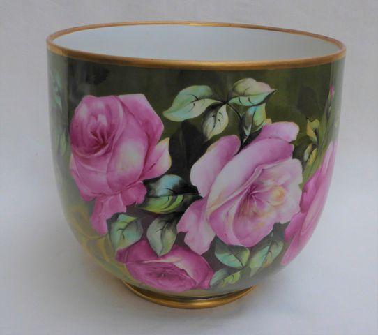 LIMOGES Manufacture William GUERIN Cache-pot en porcelaine à déco...