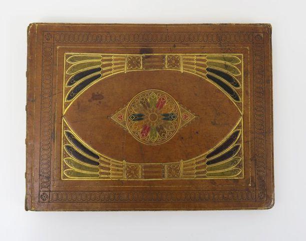 Album amicorum. Album, vers 1825-1830, grand in-8 oblong, plats e...