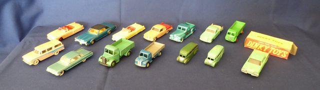 DINKY TOYS ENGLAND Lot de 14 véhicules comprenant : Cadillac Eldo...