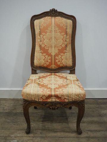 Chaise en bois naturel à dossier plat de forme chantournée à déco...