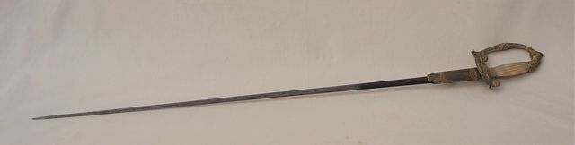 Épée en bronze doré et nacre, XIXème siècle L. 92 cm