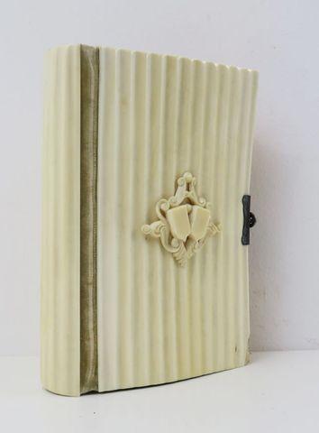 Reliure en ivoire. Paroissien romain. Tours, Mame et Cie, 1856. I...