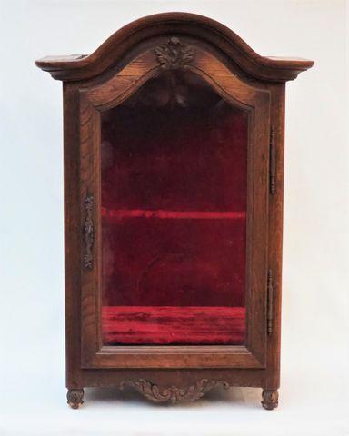 Petite vitrine de présentation, intérieur gainé de velours rouge ...