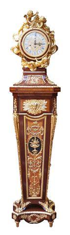 Régulateur en bois de placage et bronze doré de style Louis XVI, ...