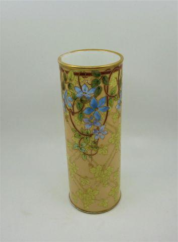 Manufacture William GUERIN à Limoges (1891-1932) Petit vase roule...