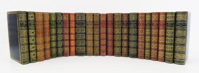 Petite bibliothèque Charpentier.. Très bel ensemble de 21 ouvrage...