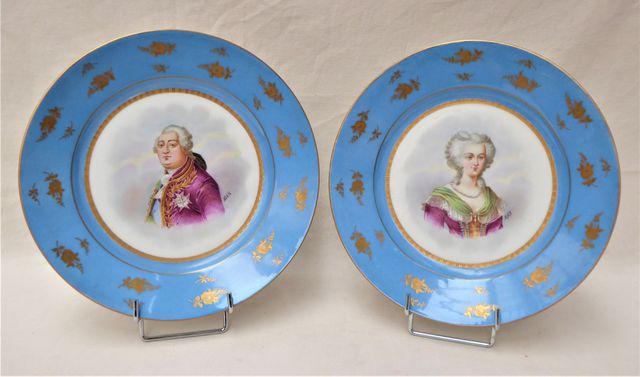 Paire d'assiettes en porcelaine polychrome à décor d'un portrait ...