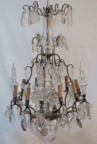 Lustre cage en bronze à huit bras de lumière ornés de pampilles e...