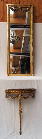 Console d'applique de forme demi-lune en bois doré mouluré et scu...