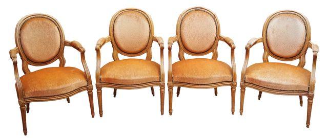 Suite de 4 fauteuils cabriolet à dossier médaillon en hêtre moulu...