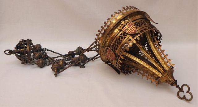 Suspension d'église de forme circulaire en laiton doré et ciselé,...