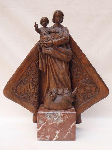 Sculpture en bois représentant la Vierge à l'enfant, sur socle en...
