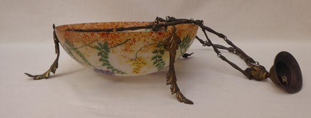 SIANE NANCY Suspension en verre marmoréen et décor végétal, et or...