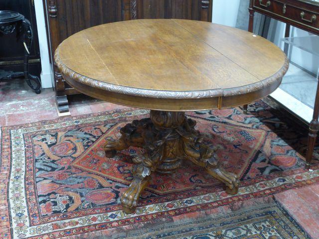 Table de milieu en bois naturel reposant sur un piètement quadrip...