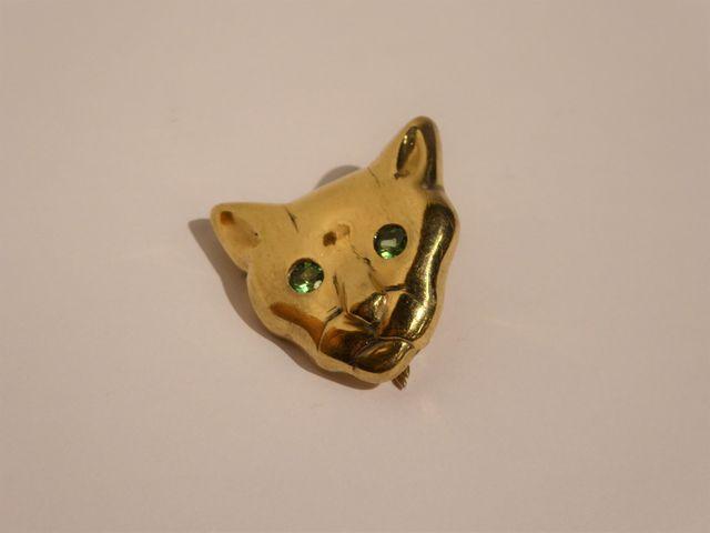 Clip or jaune et pierres en forme de tête de chat Poids brut : 20...