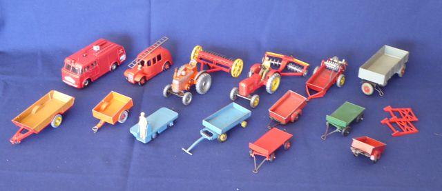 DINKY TOYS ENGLAND Tracteur Massey Harris Disc Harrow Field Marsh...