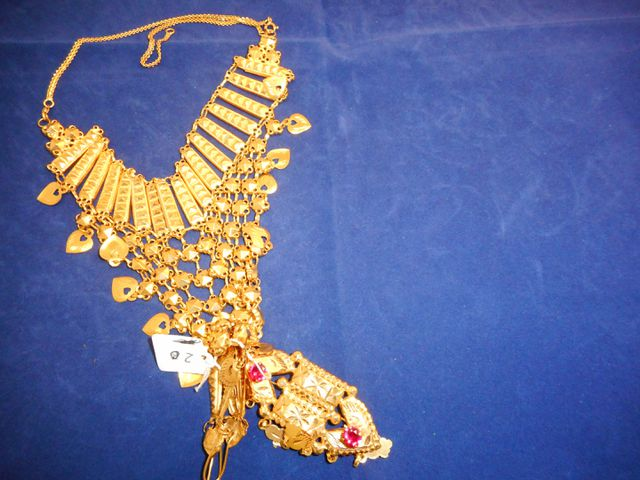 Collier or avec broche or et pierres  et paire de pendants d'orei...