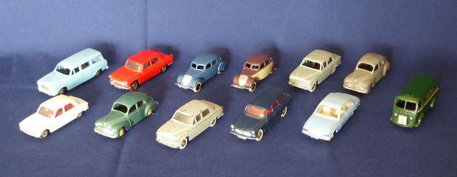 DINKY TOYS FRANCE Lot de 12 véhicules comprenant : Peugeot 403 Pe...