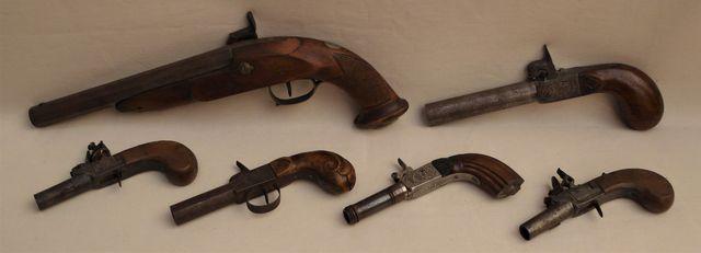Lot de 6 pistolets à percussion