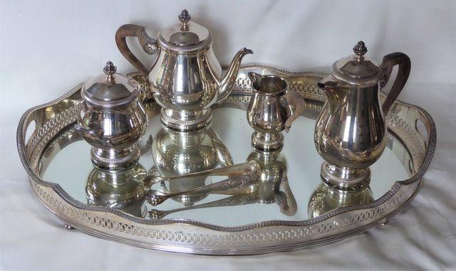 Service à thé/café en métal argenté à frise de godrons On y joint...