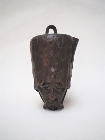 Tête de grognard en bronze avec accroche murale formant réceptacl...