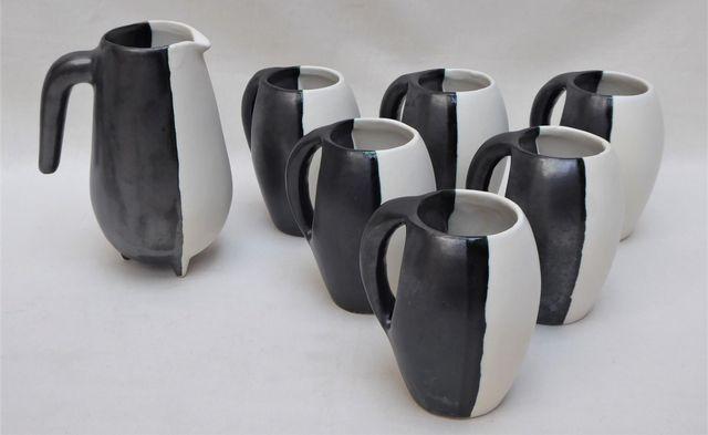 LUC à Vallauris Service en céramique émaillée à décor noir et bla...