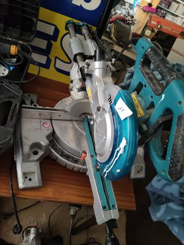 SCIE A COUPE D'ONGLETS MAKITA