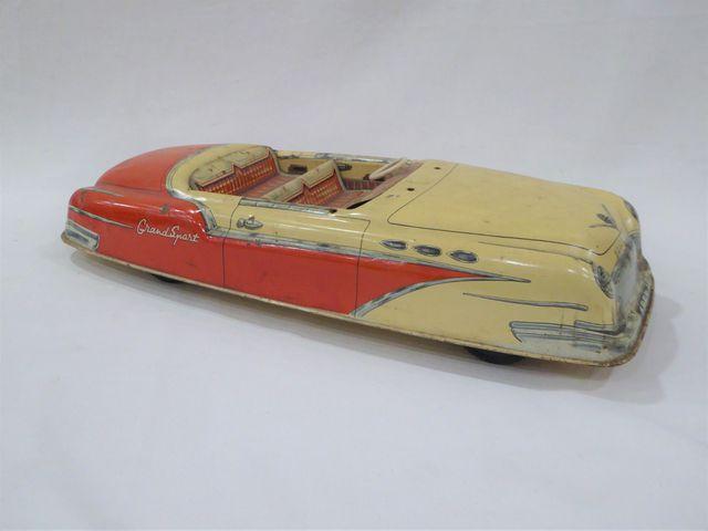 Lot comprenant : - Modèle réduit en tôle lithographiée, Cabriolet...