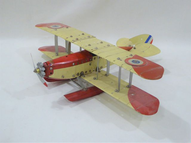 MECCANO Hydravion biplan rouge et crème avec pilote et cocardes t...