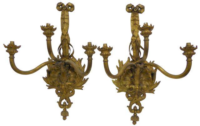 Importante paire d'appliques en bronze doré et ciselé, à trois br...