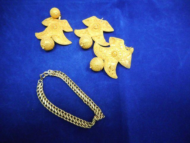 Pendentif avec pendants d'oreilles or et bracelet or 44,7g. 18 eu...
