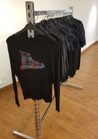 Vêtements Lot de 80 pièces  Etat Neuf : Veste, Tee-shirt, Débarde...