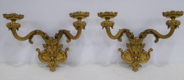 Paire d'appliques en bronze doré et ciselé, à deux bras de lumièr...
