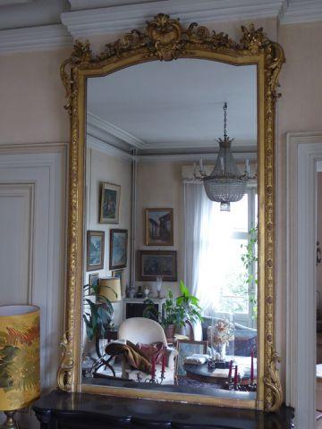 Important miroir en bois doré, ajouré, mouluré et sculpté style r...